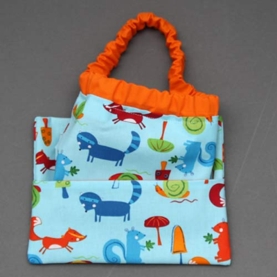 Serviette de table enfants cou élastiqué bleu Renards, écureuils and co et sa pochette assortie - Lilooka