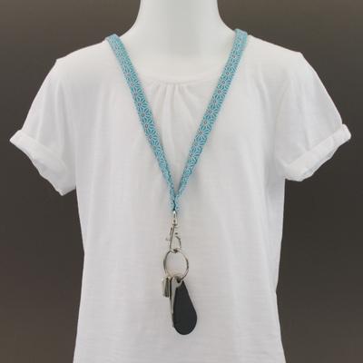 Tour de cou porte-clés en tissu géométrique bleu