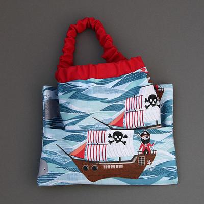 Serviette de cantine enfant élastique Pirates en mer et pochette assortie