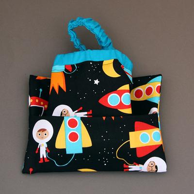 Serviette de table enfants cou élastiqué bleue Dans l'espace et sa pochette assortie - Lilooka