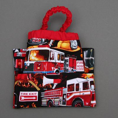 Serviette de table enfants cou élastiqué Les pompiers et sa pochette assortie