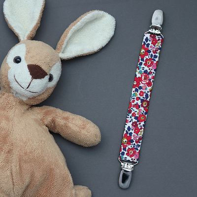 Attache doudou Liberty Betsy Ann rouge