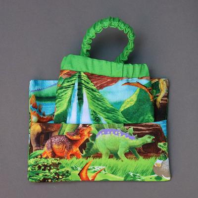 Serviette de table enfant cou élastique et sa pochette assortie Bébés dinosaures