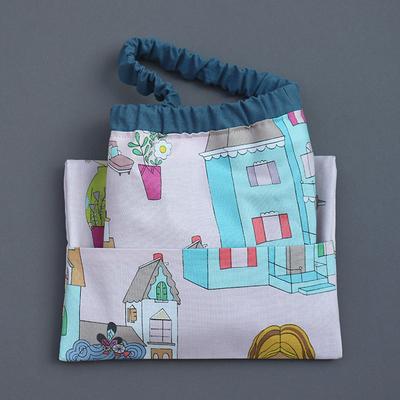 Serviette enfant cou élastique et sa pochette assortie Maison de poupée