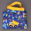 2590-serviette-de-table-enfants-cou-elastique-men-at-work-et-sa-pochette-assortie-lilooka