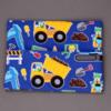 2592-serviette-de-table-enfants-cou-elastique-men-at-work-et-sa-pochette-assortie-lilooka