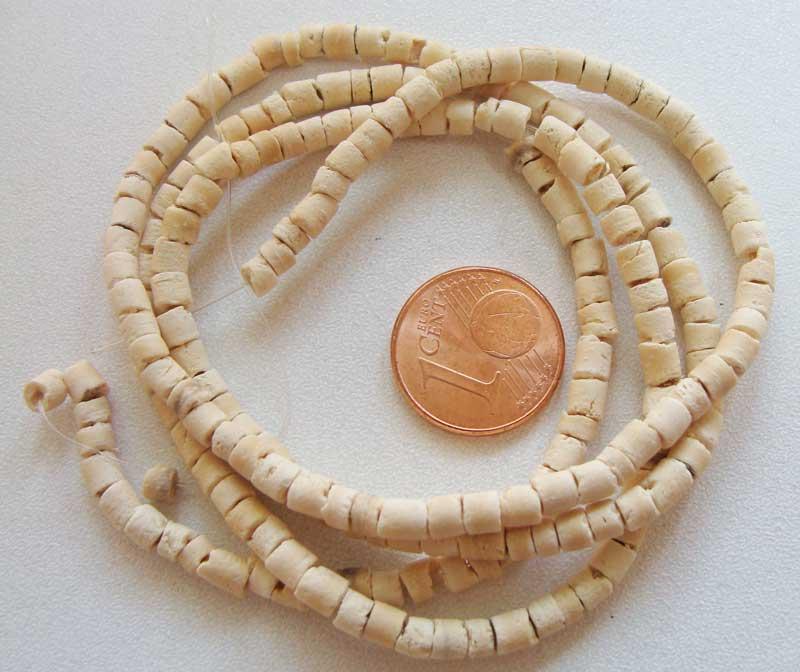 perles bois coco rondelles 3mm creme par 1 fil 60 cm perles bambou bois perles bois divers. Black Bedroom Furniture Sets. Home Design Ideas