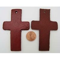 Croix Découpes Cuir 70x43mm pour pendentif ou déco Rouge par 2 pcs