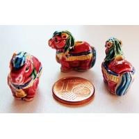 Perles Porcelaine CHEVAL CHEVAUX Rouge 23mm Signe chinois par 1 pc