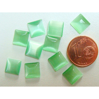 Cabochons verre Oeil de Chat Carré 8mm Vert par 10 pcs