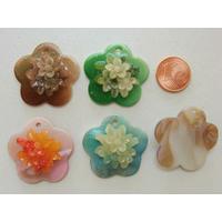 Pendentifs Nacre Fleur 30mm motif fleuri par 5 pcs