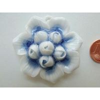 Pendentif Porcelaine 6 Fleurs bleuté foncé 42mm