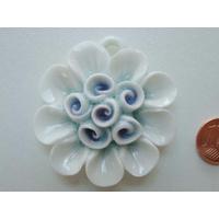 Pendentif Porcelaine 6 Fleurs blanc bleuté 45mm