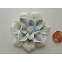 Pendentif Porcelaine Fleurs bleu vert 50mm