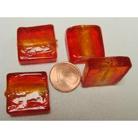 Perles carré 20mm Rouge Orangé verre façon Murano par 4 pcs