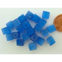 Perles verre Oeil de Chat cubes 6mm Bleu par 20 pcs