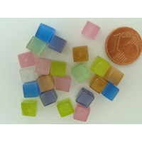 Perles verre Oeil de Chat cubes 6mm Mix Couleurs par 20 pcs