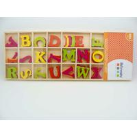 Embellissements appliques Feutrine 26mm Lettres Alphabet A-Z par 1 boite bois de 80 pcs