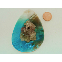 Pendentif nacre goutte 70mm Bleu ajout résine petites fleurs