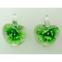 2 Mini Pendentifs Coeur transparent Fleur Verte 23mm en verre