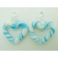 2 mini Pendentifs Coeur Blanc rayé bleu 27mm en verre lampwork