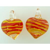 2 pendentifs Petits Coeurs 21mm Verre Transparents rayures jaunes rouges