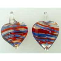 2 pendentifs Petits Coeurs 21mm Verre Transparents rayures bleues rouges