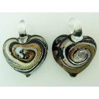 2 pendentifs Petits Coeurs 20mm Verre spirale noir et argenté