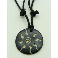 Pendentif bois Soleil Tribal rond 26mm avec cordon réglable