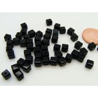 Perles verre Oeil de Chat cubes 4mm Noir par 50 pcs