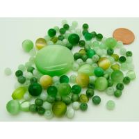 Lot 115 perles tons verts verre oeil de chat PV-lot149