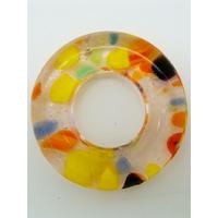 Pendentif donut fond argenté et beige touches multicolores rond 38mm