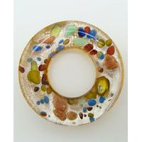 Pendentif donut fond argenté et marron touches multicolores rond 38mm