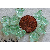 Perles Cones fleurs VERT 8mm par 20 pcs