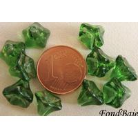 Perles Cones fleurs VERT FONCE 8mm par 20 pcs