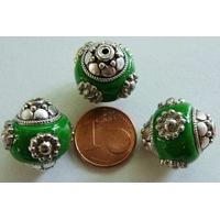 Perles Indonésiennes Ronde fond VERT avec incrustations argentées par 2 pcs