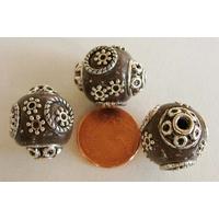Perles Indonésiennes Ronde fond MARRON GRIS avec incrustations argentées par 2 pcs