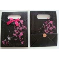 Pochettes Noir motif Fleur Rose Carton avec soufflet 16,5cm par 5 pcs