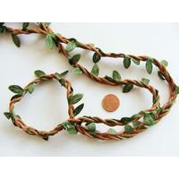 Cordon tressé 3 fils marron + feuilles tissu vertes par 1 mètre