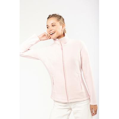 Veste Micropolaire Pal Pink -100% Polyester-micropolaire anti-boulochage. Fermeture zippée. Coupe cintrée. 2 poches zippées. Biais de finition col, poignets et zip.