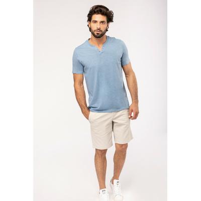 Tee-shirt homme Bleu Ciel Chiné à Col ouvert à boutons fantaisie. Conçu à partir de 80% coton biologique et 20% polyester recyclé.