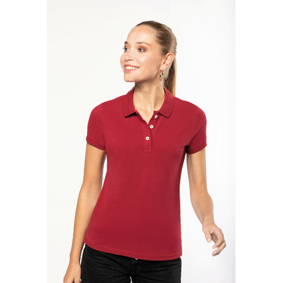 """Polo vintage manches courtes femme Dark/Red -100% coton maille piquée-aspect """"Vintage""""-Double bande de propreté en chevron à l'encolure et fentes côté. Patte de boutonnage 3 boutons contrastés."""