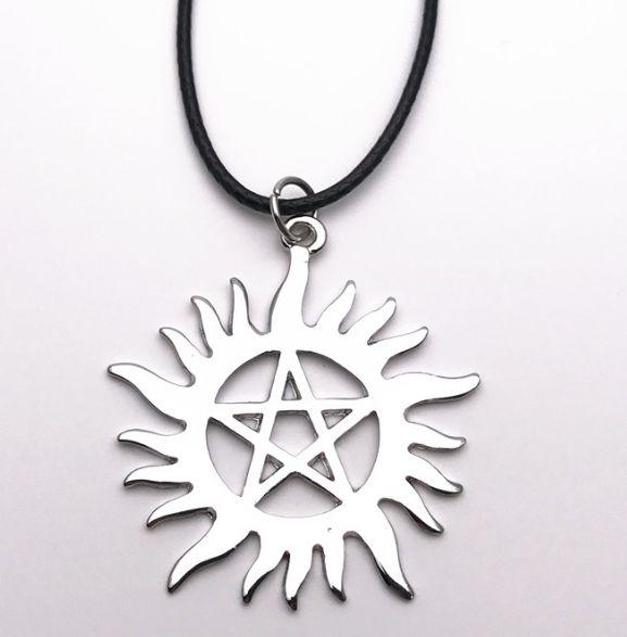 Collier supernatural pentagramme anti possession Collier Dean