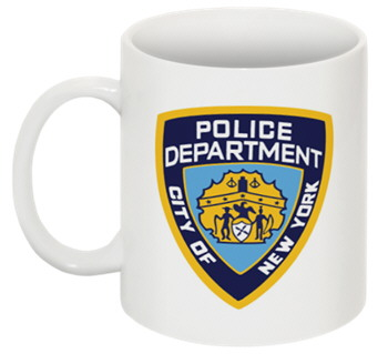 Tasse de la police de New York comme vu dans la série Castle