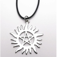 Collier supernatural pentagramme anti possession Collier Dean