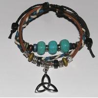 Bracelet Charmed cuir et perles offert pour tout achat dans notre boutique de Noel