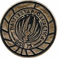 Ecusson Battlestar Galactica BSG 75 doré porté sur l'uniforme des pilotes de Viper