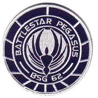 Ecusson Battlestar Pegasus porté sur l'uniforme de l'equipage du vaisseau