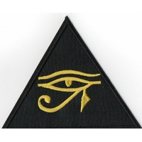 Ecusson pyramide représentant l'oeil d'Horus comme vu dans Stargate