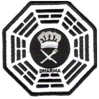 Ecusson Dharma Initiative Cafeteria vu dans Lost sur Hugo Reyes